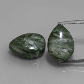 Green Seraphinite Gem - 5.6ct Pear Cabochon (ID: 333664)