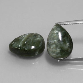 Green Seraphinite Gem - 5.5ct Pear Cabochon (ID: 333668)