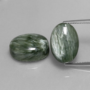 Medium Green Serafinita Gema - 6.9ct Cabujón Óvalo (ID: 336095)