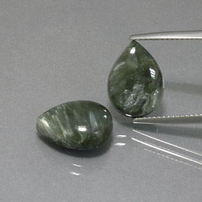 Green Seraphinite Gem - 4.8ct Pear Cabochon (ID: 371141)