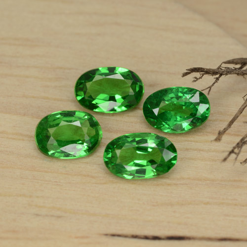 0.4ct Oval Facet Medium Green Tsavorite Garnet Gem (ID: 468926)