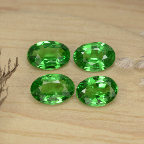 0.4ct Oval Facet Bright Forest Green Tsavorite Garnet Gem (ID: 468928)