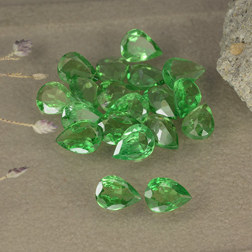 0.1ct وجه كمثرى Bright Forest Green عقيق تسافوريت حجر كريم (ID: 481920)